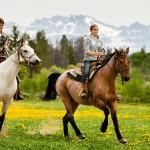 Jahanje za otroke in terapije s konji